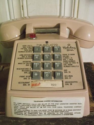 Name:  004 - Vintage Phone.png Views: 382 Size:  318.2 KB